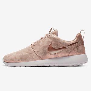 Nike roshe premium women's shoes rose gold